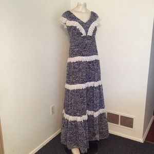 Vintage 70s Tiered Flower Lace Prairie Maxi Dress